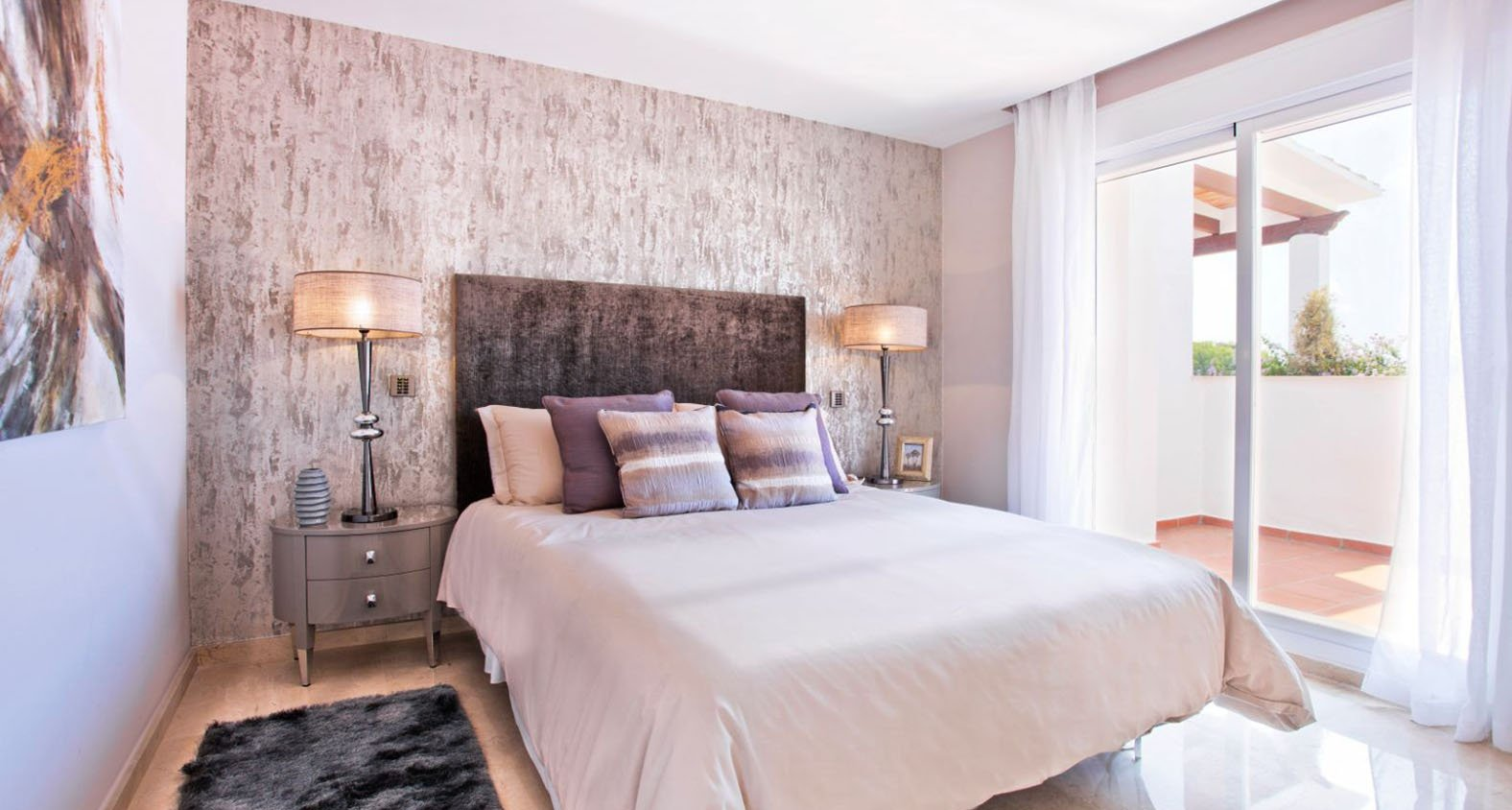Aloha Royal: Refurbished apartments andpenthouses in Nueva Andalucía