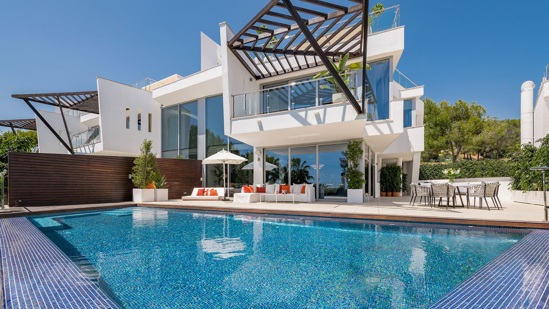 Altius 4: Luxe schakelwoning in Marbella met adembenemend uitzicht
