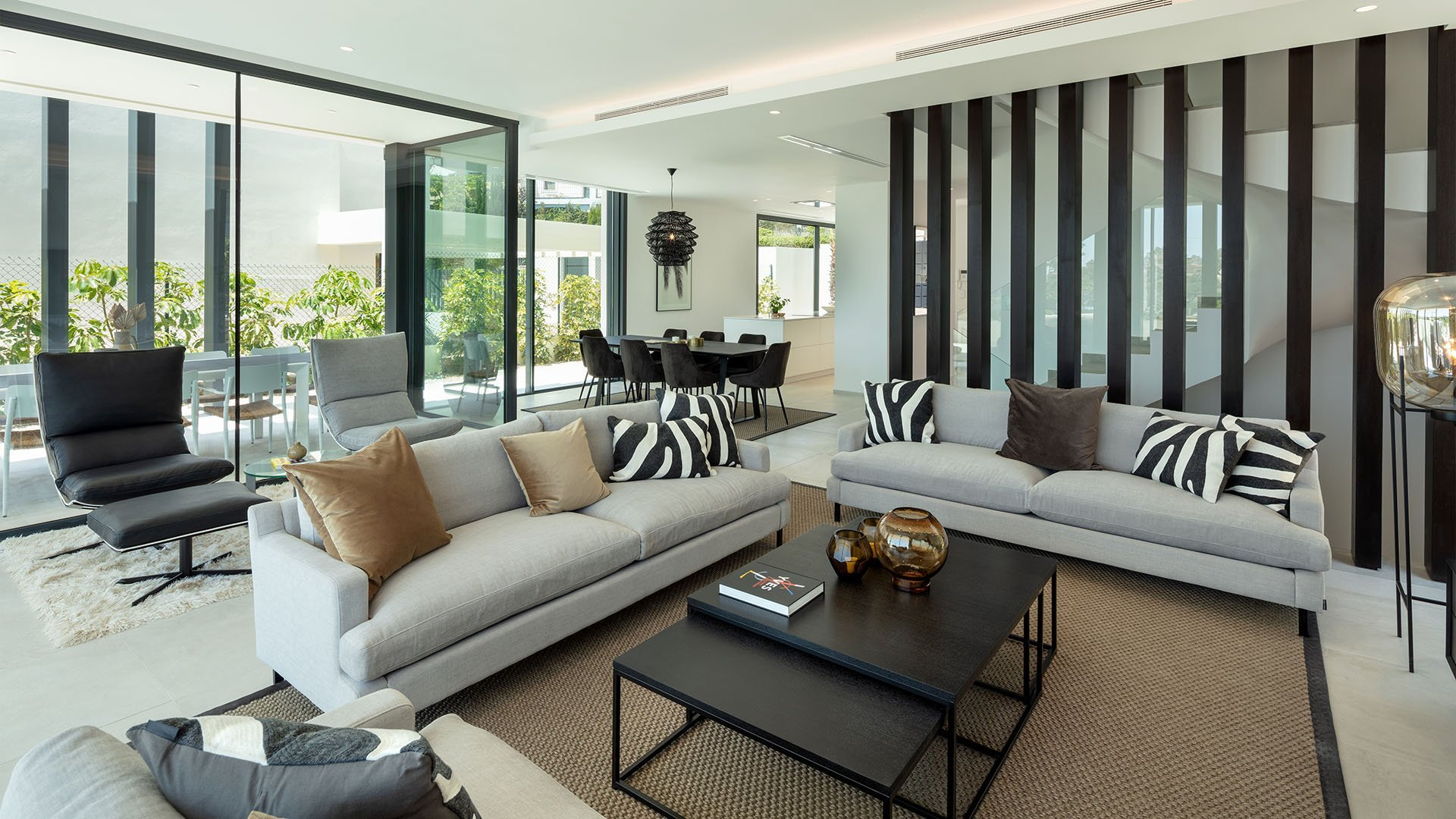 Modern villas in an amazing location on the New Golden Mile