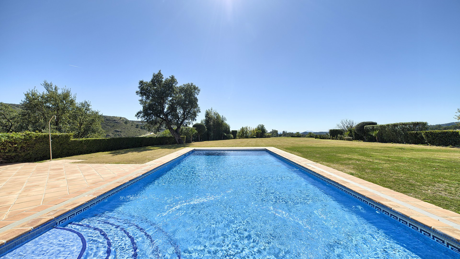 Casa del Amarillo: Stylish villa in the hills of Monte Mayor