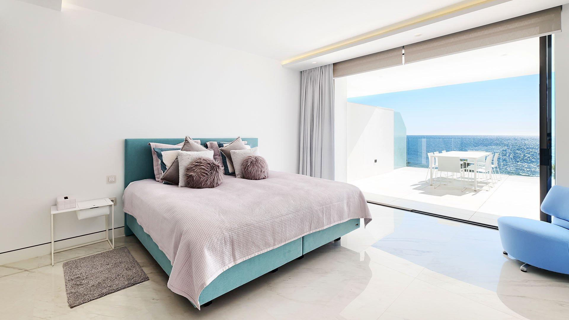 Emare: Impressive luxury beachfront apartment on the New Golden Mile