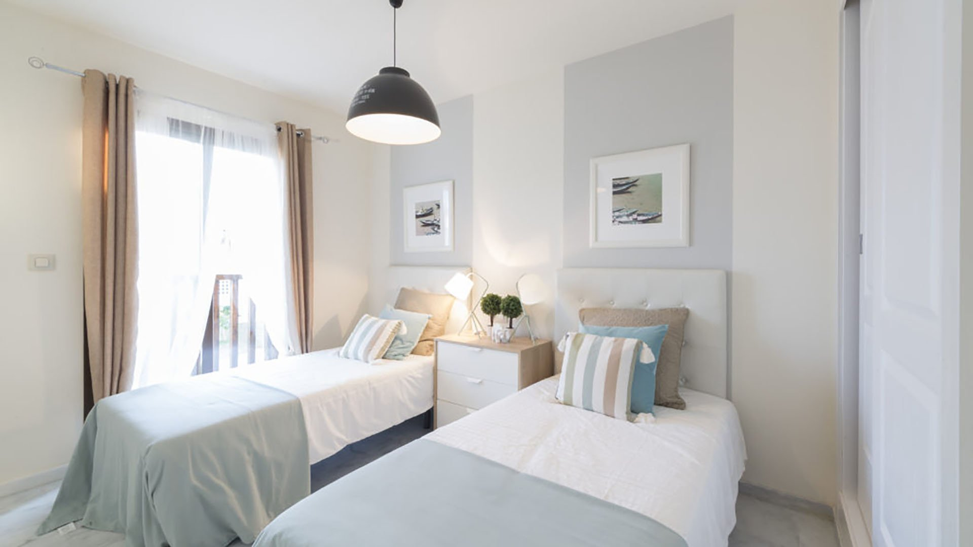 Golf and Beach:  Frontline golf apartments only 5 min away from the beach
