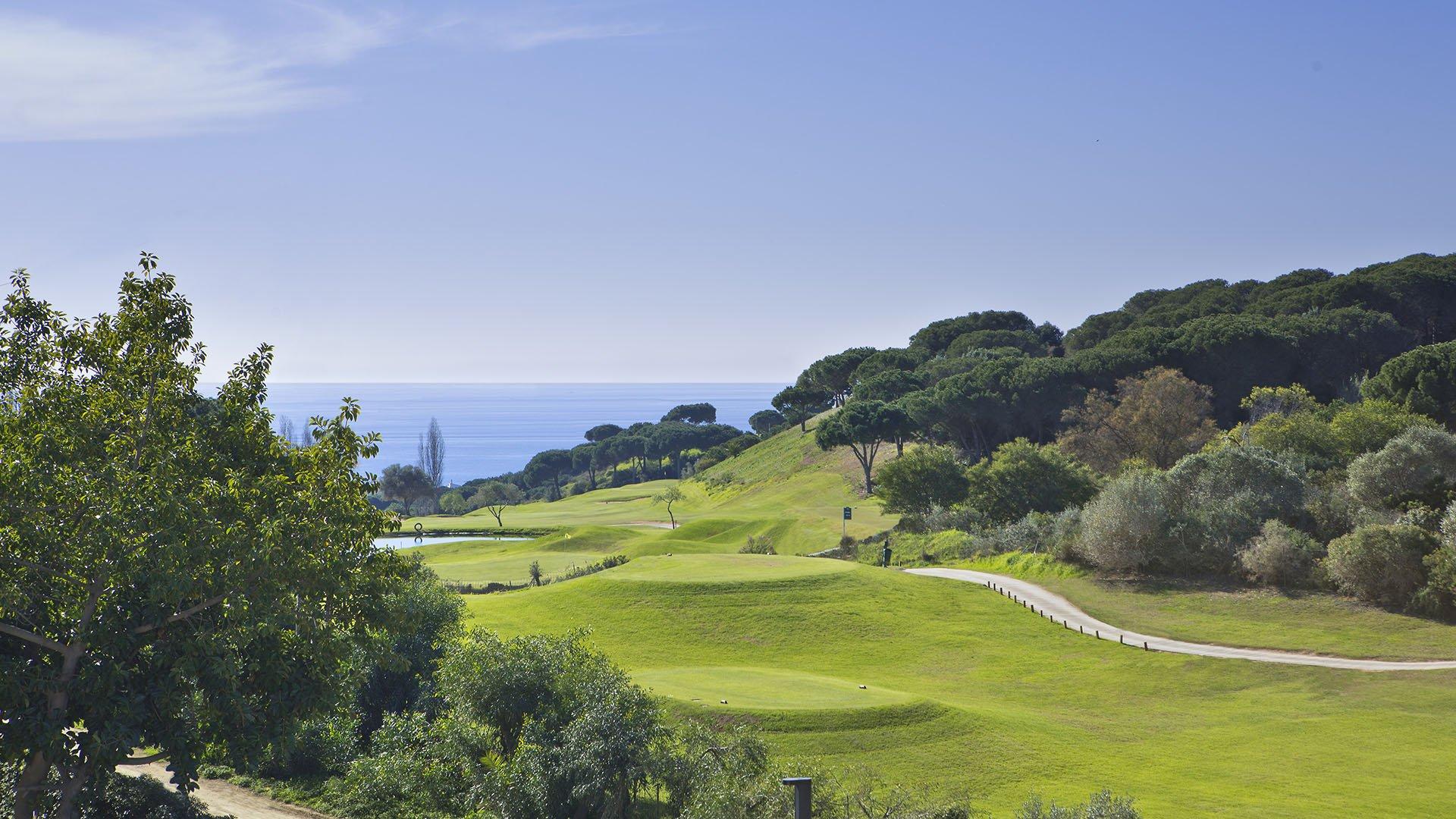 Green Hill Marbella: Front line golf villas in Cabopino