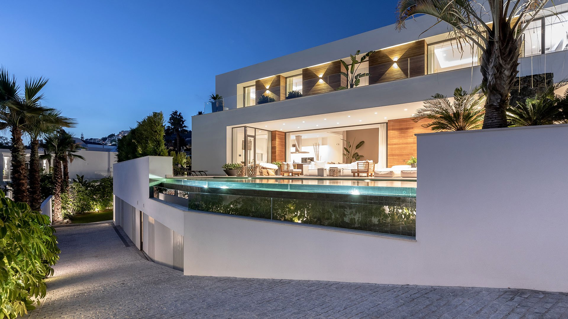 Hernán Cortés 119: Engaging contemporary villa in El Herrojo – La Quinta Golf