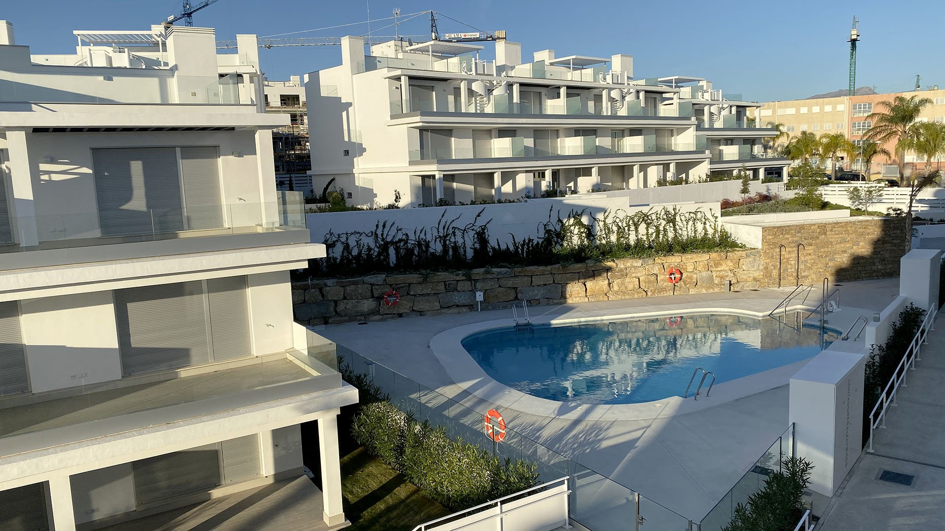 Le Mirage: Penthouse met ruim terras in Cancelada, Estepona