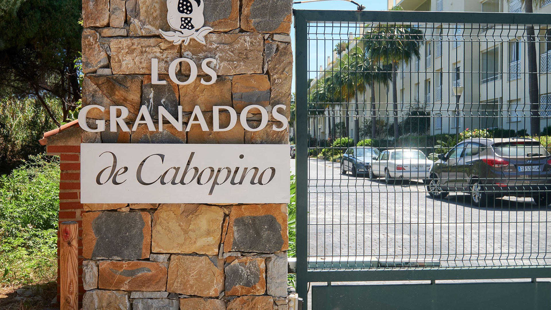 Los Granados de Cabopino: Amazing located frontline beach apartment in Cabopino