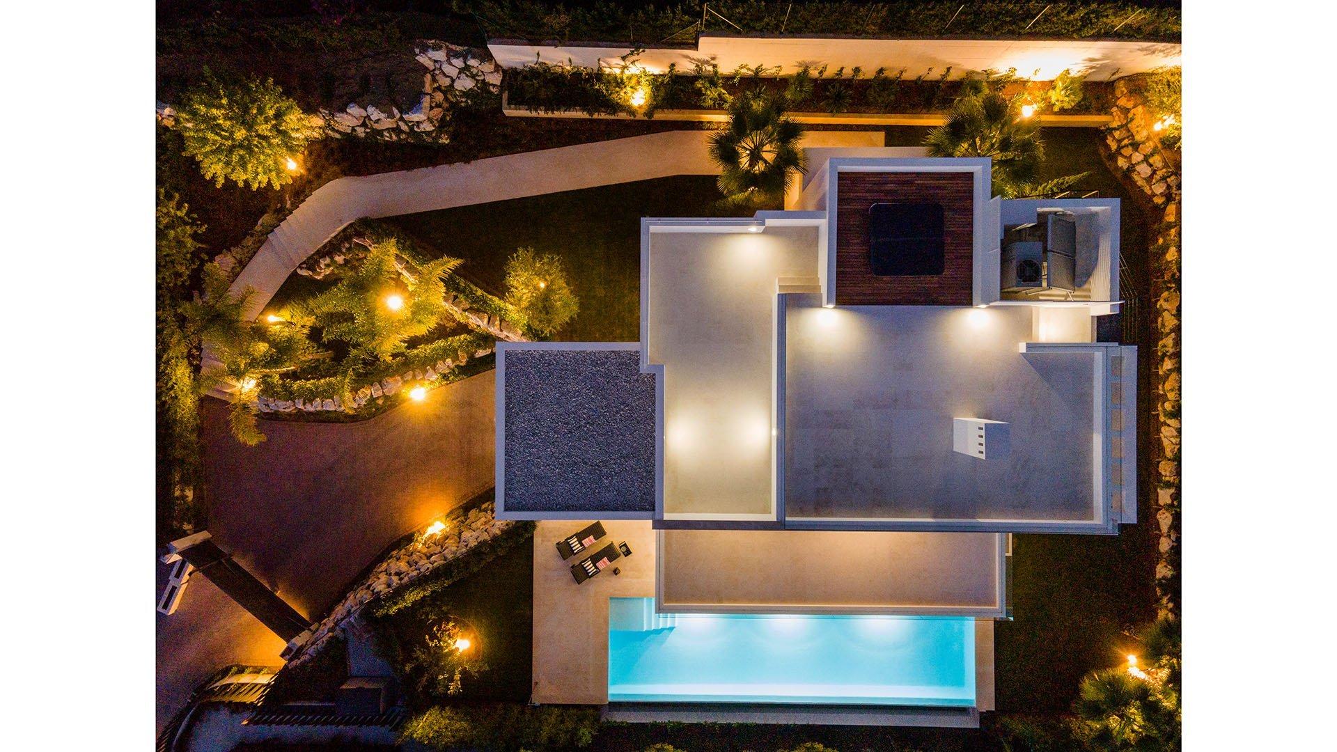 Los Olivos 14: Modern villa in Nueva Andalucía