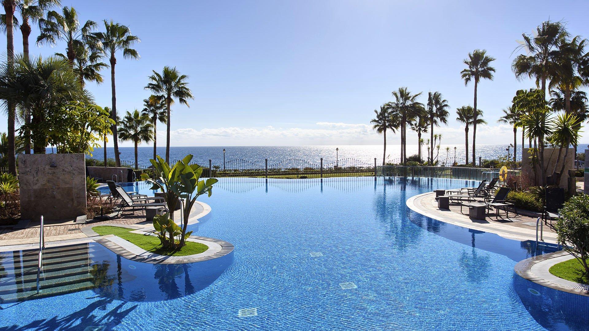 Mar Azul: Frontline beach penthouse op de New Golden Mile