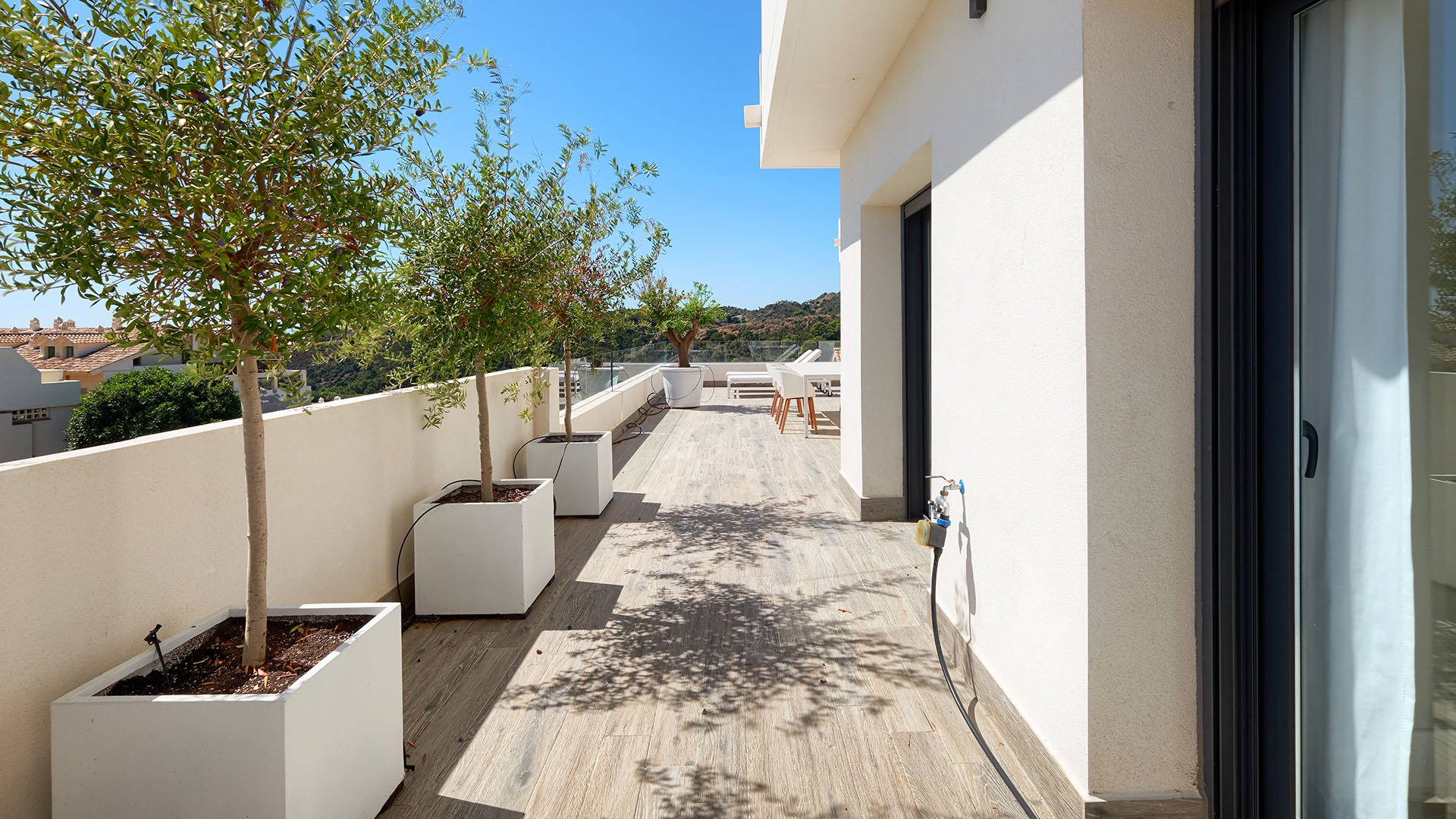 Ocean Hills: Beautifully situated semi-groundfloor apartment in La Resina