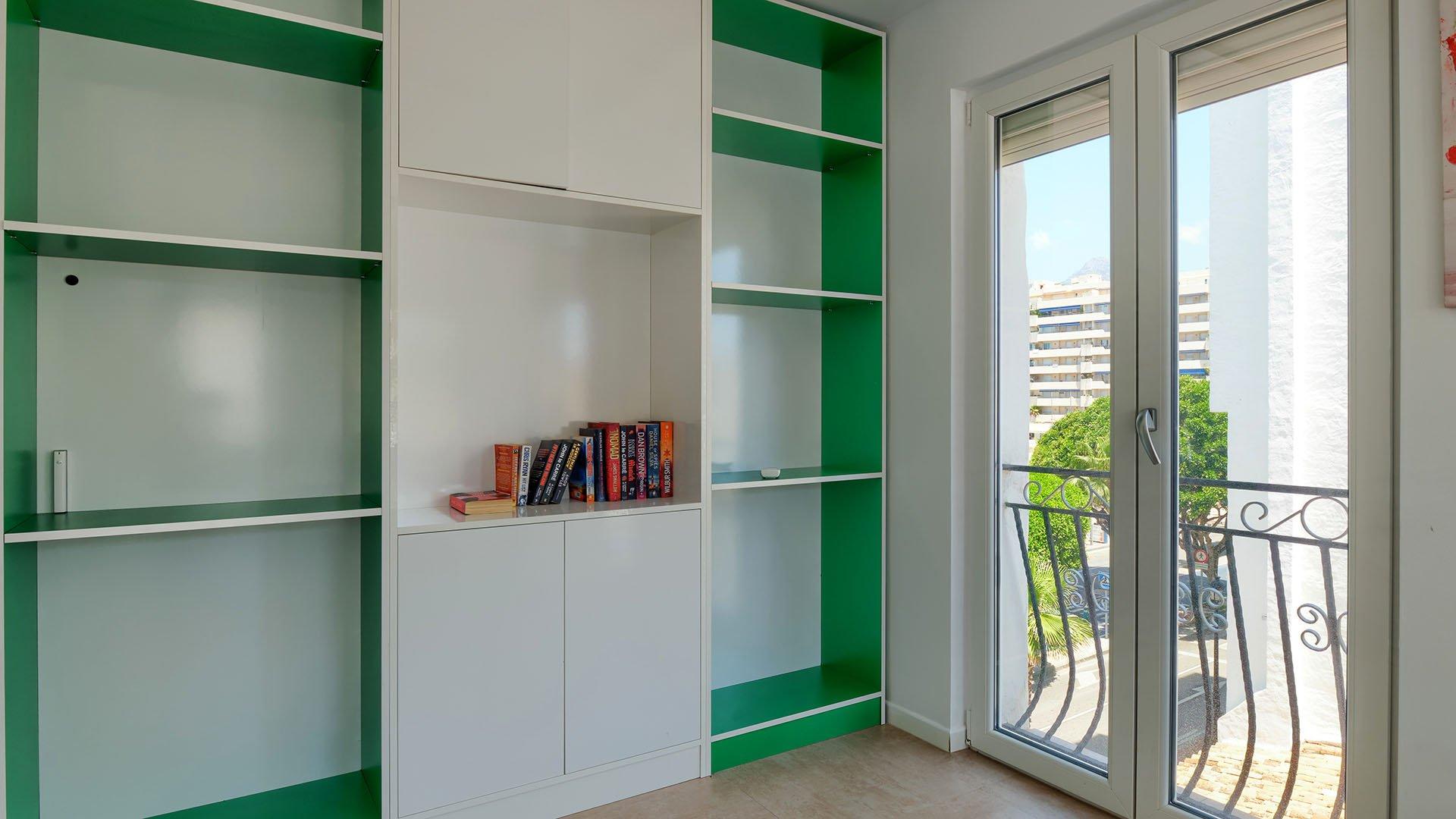 Puerto Banus: Volledig gerenoveerd appartement binnen de haven van Puerto Banús