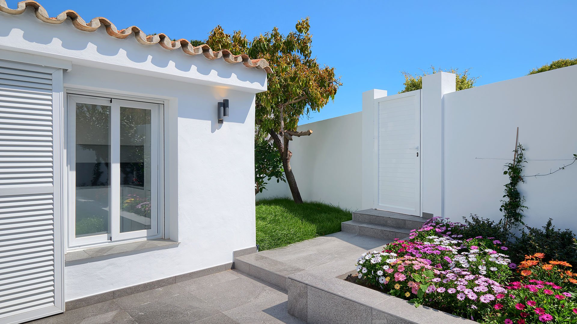 Puerto Romano: Fully renovated quality townhouses in Estepona