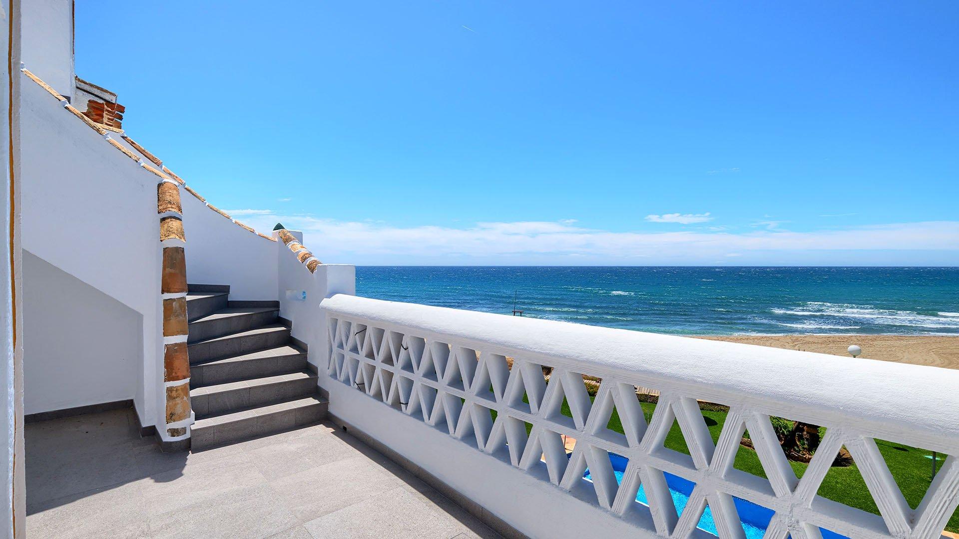 Royal Beach: Eerste lijn strand penthouse in Calahonda