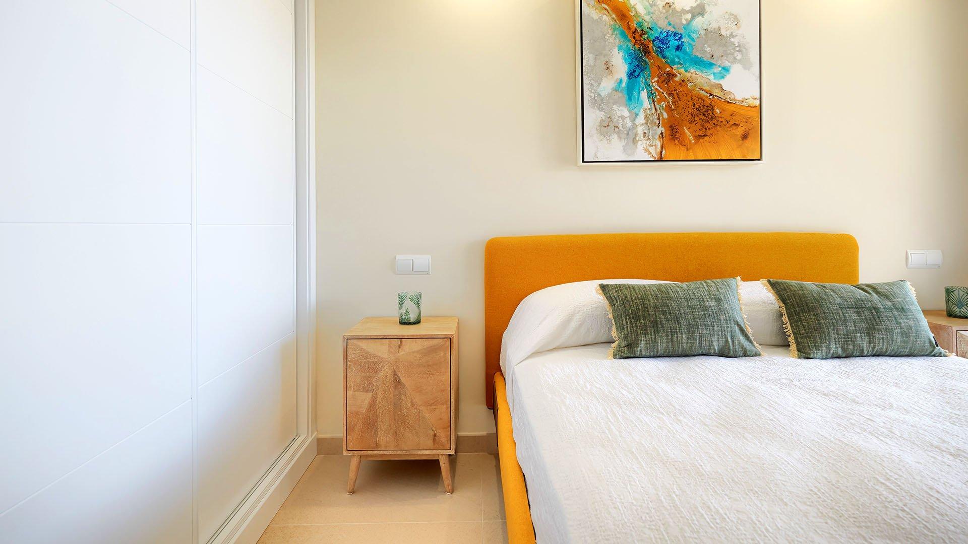 Royal Beach: Frontline beach apartment in Calahonda