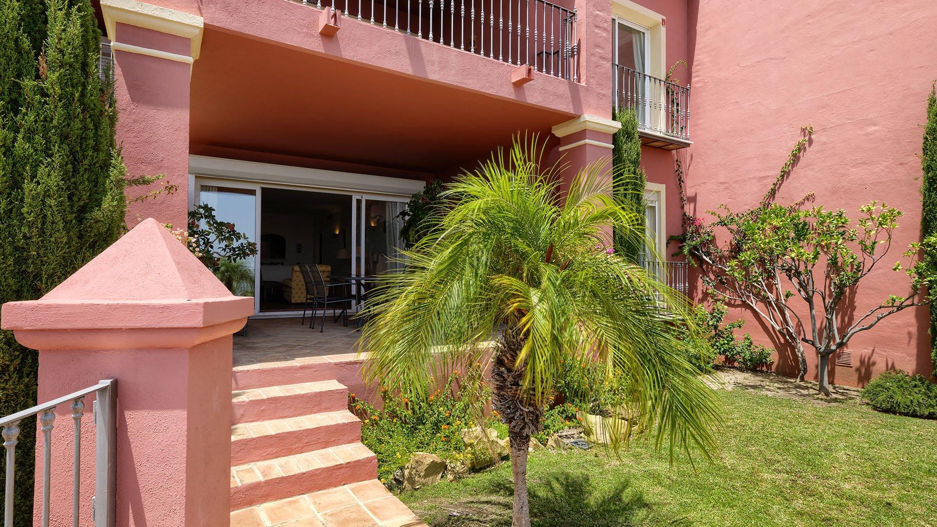 Torre Halcones: Ground floor apartment with spectacular sea view