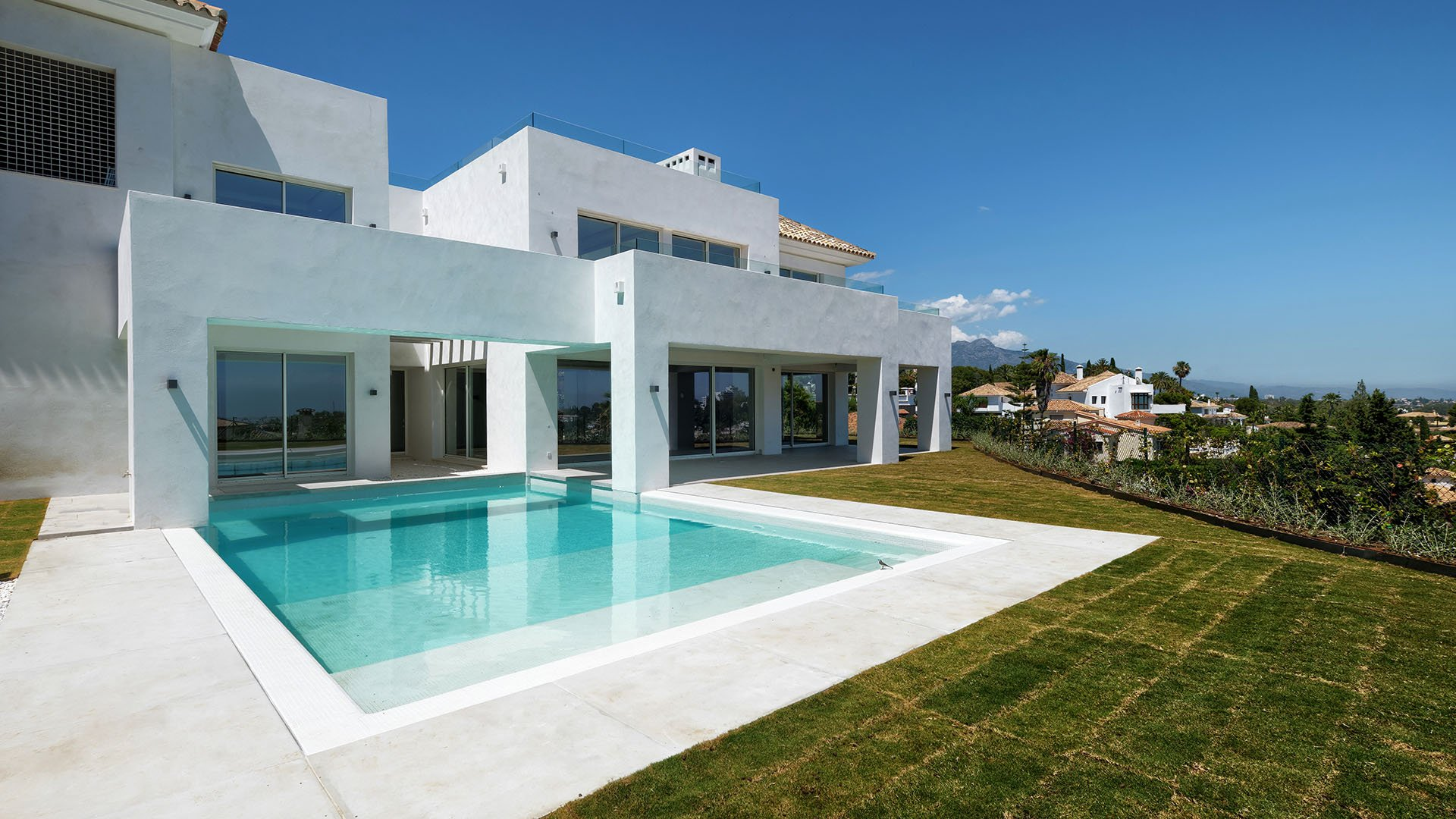 Villa El Paraiso Alto: Luxe villa met spectaculair zeezicht in El Paraíso Alto