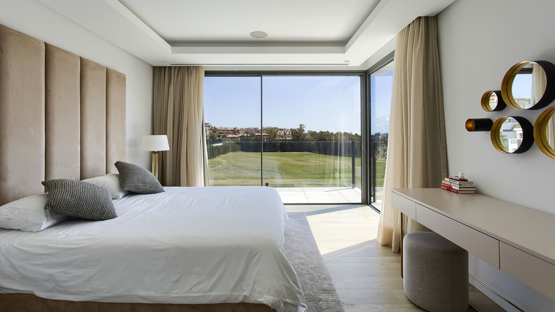 Villa La Alqueria 2: Moderne luxe villa aan de golf van Atalaya, Benahavís