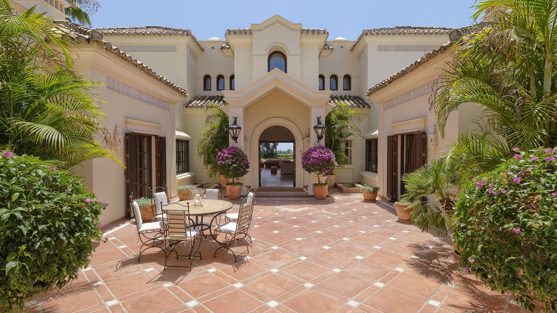 Villa La Rotonda: Beautiful classic villa at the Marbella Hill Club