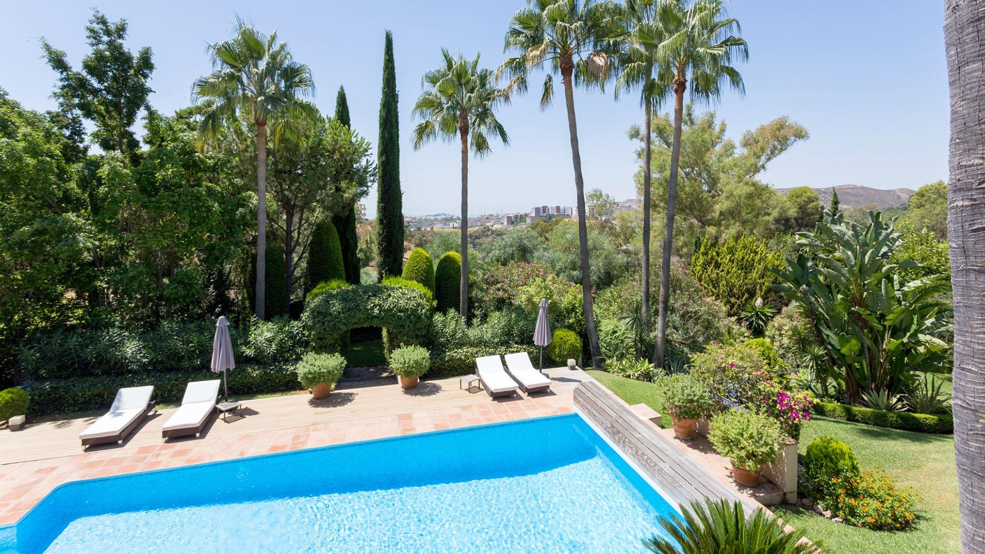 Villa Lara: Charmante villa met een mooie tuin in Benahavís