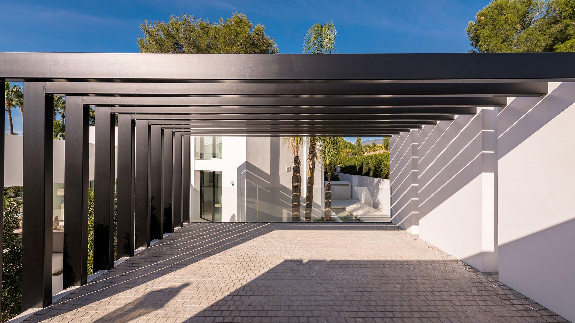 Villa Laranja: Eigentijdse villa in de begeerde woonwijk van Nueva Andalucía, Marbella