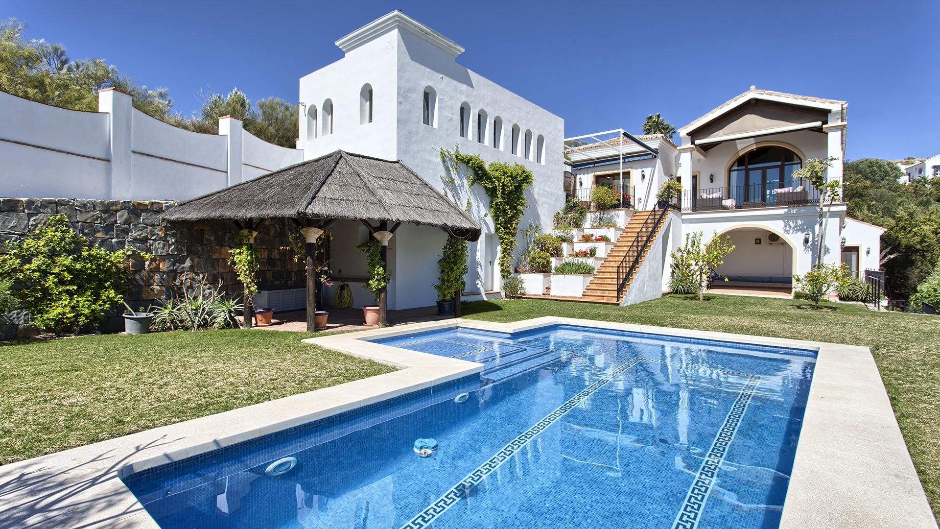 Villa Los Alcornoques: Nicely located villa with beautiful sea views