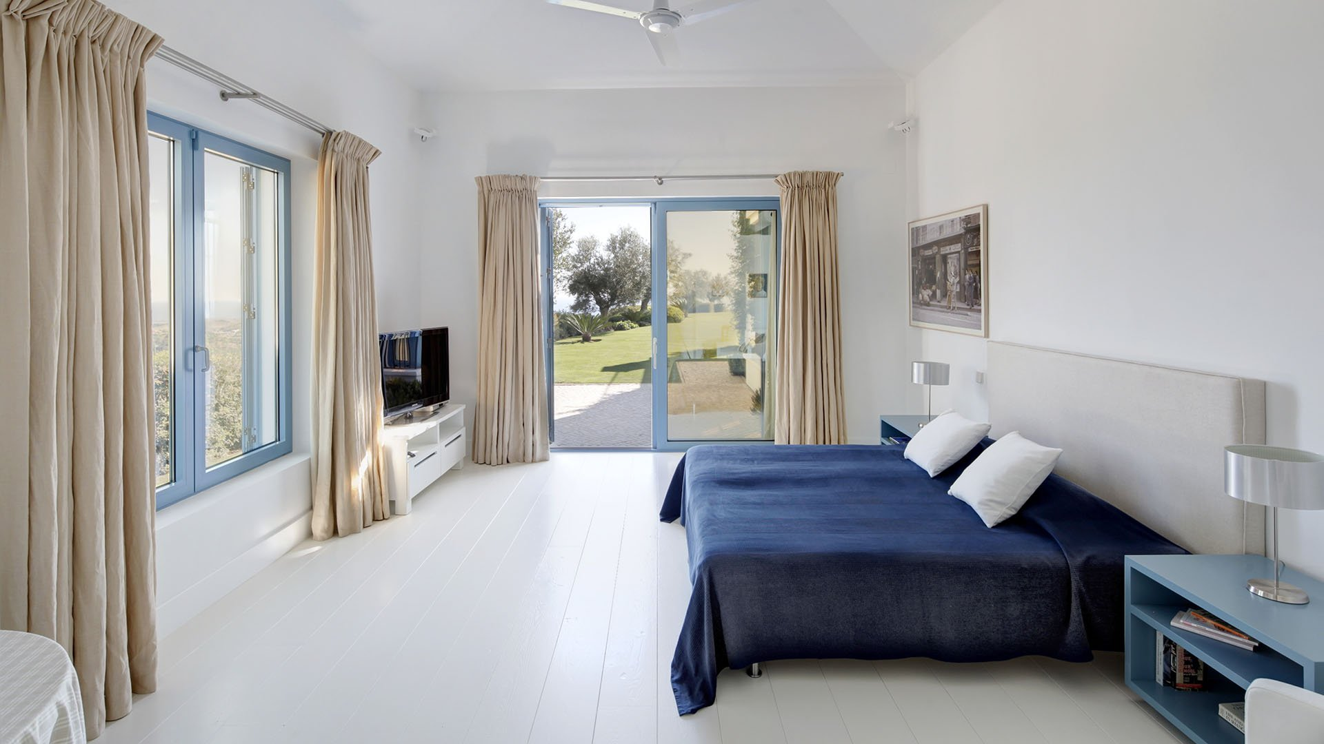 Villa Rabieh: Quietly located luxury villa with views of the Mediterranean Sea and the mountains