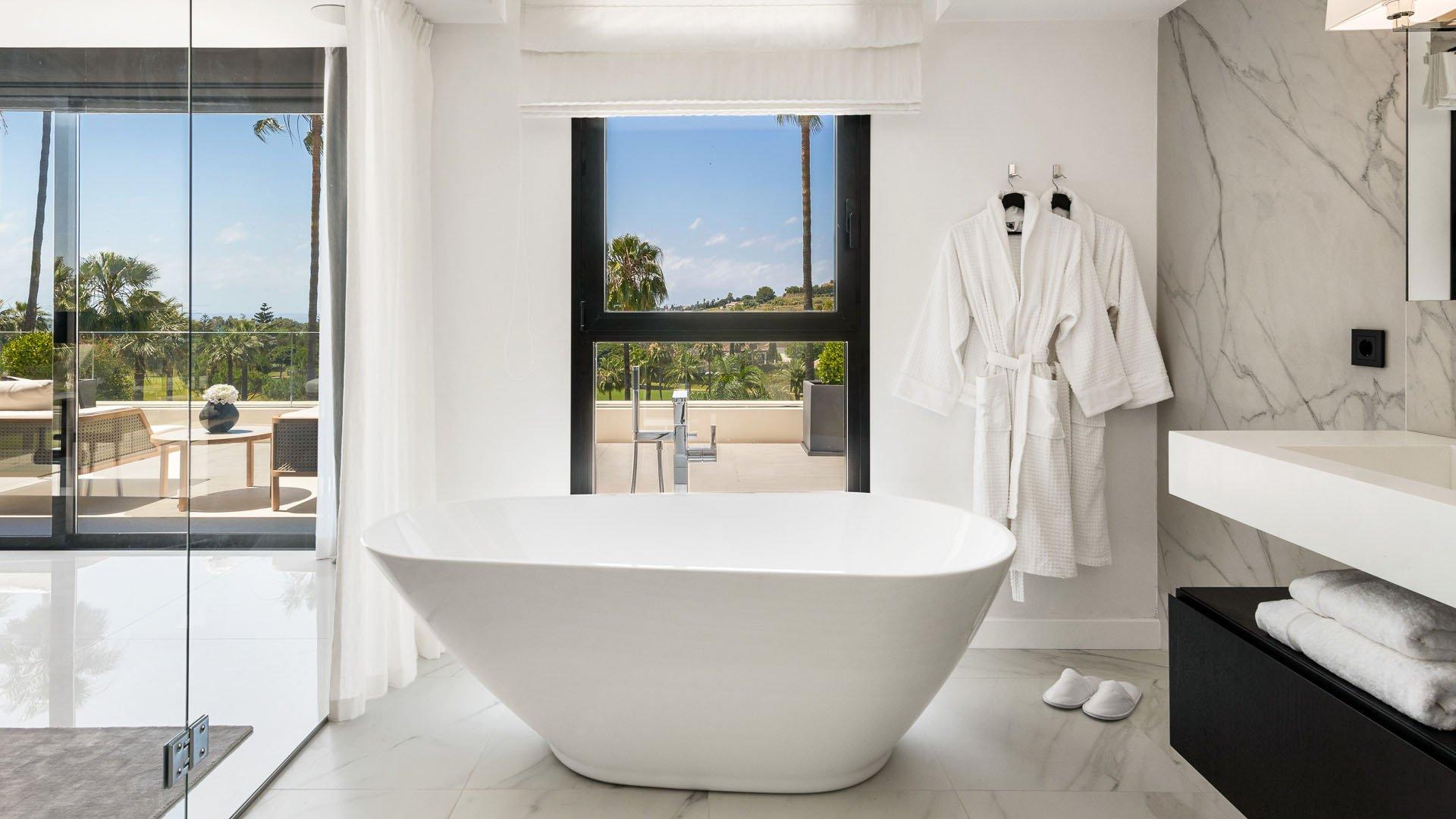 Villa Oak: Indrukwekkende front line golf villa in Nueva Andalucía, Marbella